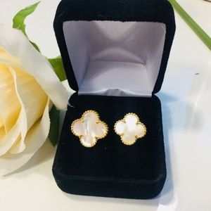 Jewelry - 18KT Gold Double Clover Mother Pearl Flower Ring